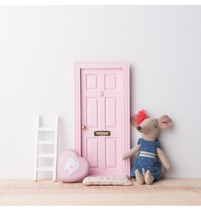 Perez mouse classic door